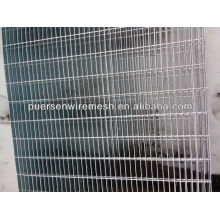 Steel grating with twisted square steel