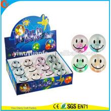 Juguete del niño de la venta caliente juguete de 65 mm de goma Smiley Flashing agua rebotando bola
