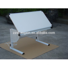 Mesa moderna de mesa branca elegante com moldura de metal para pintura