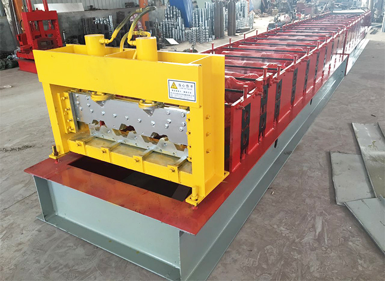 Automatic floor deck machine