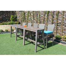 Delgado diseño de polietileno Rattan Bar Set con 2 sillas y mesa de madera de acacia para uso al aire libre