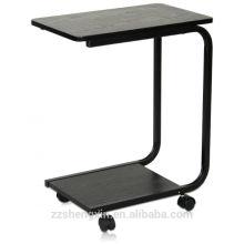 Mesa lateral com pernas e rodízios de metal