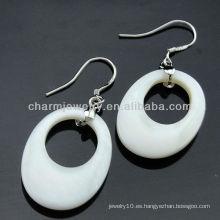Corea del estilo genuino mar shell pendientes de color blanco con cristal claro FE-004