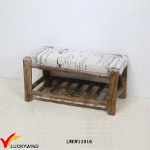 Banco de madeira do país Banco estofado do vintage com uma cremalheira