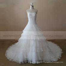 Glamourous bateau col volant multi-couches avec perles robe robe de mariée avec un long train