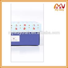 Boîte cadeau exquise, boîte en papier avec une application différente
