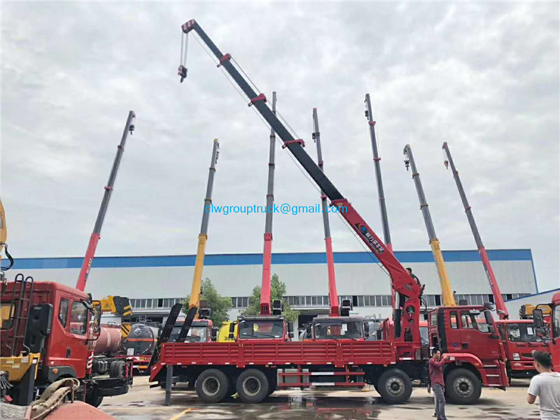 Lorry Mounted Crane 4