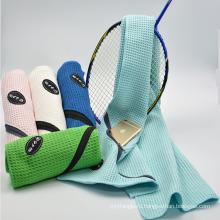 Лучшие изделия продажа высокой впитывающей микрофибры спорт путешествия полотенце с карабином