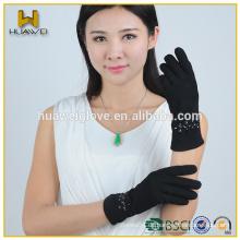 Fashional schwarze Wildleder Frauen Leder Handschuhe mit Steinen
