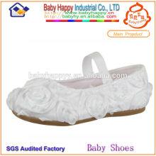 Chaussures blanches et blanches pour les enfants