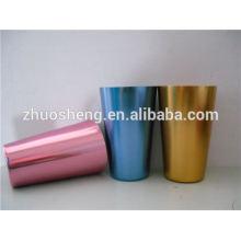 hermosa taza de cerámica con mosquetón