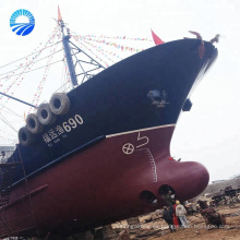 Salvamento inflable de goma marino levantando bolsas de aire