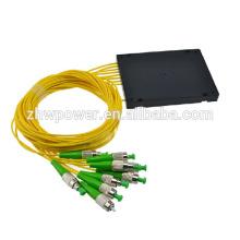 ST / APC 1 * 8 Séparateur de fibre optique de type cassette, répartiteur de fibres optiques FTTH