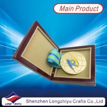 Kazajstán medalla de oro ronda suave esmalte 3D globo medalla de diseño cinta de satén con medalla de madera caja (lzy2013-00003)