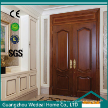 Puerta de entrada de madera tallada con puerta exterior