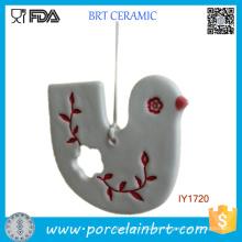 El adorno blanco y rojo de encargo de encargo de la Navidad adornos de cerámica
