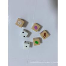 Roal joga dados de jogo de tabuleiro com cobra, cabeça de crânio e porca etc.