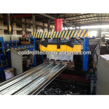 Máquina para fabricar rollos de cubierta de piso de acero