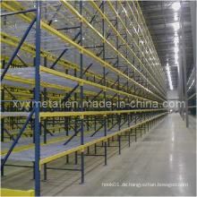 Typischer Run of Pallet Storage Rack mit Wire Mesh Decking
