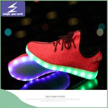Nuevos zapatos coloridos del deporte LED con la batería 450mAh