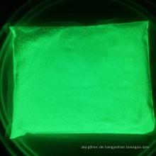 Gelbgrün leuchtendes Pigment / grünes Leuchten in dunklem Pulver