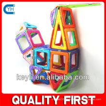 Spielzeug, das Bausteine verbindet