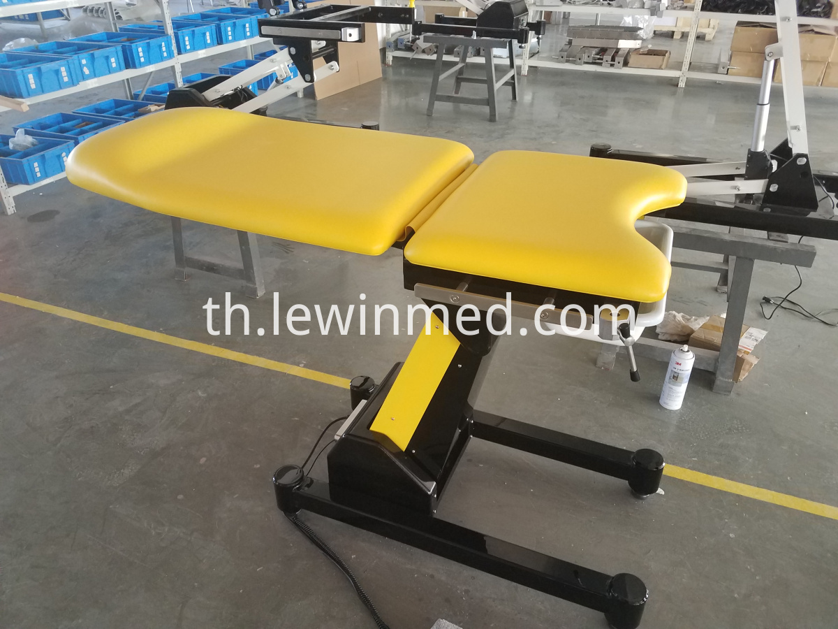 Hospital gynecological bed