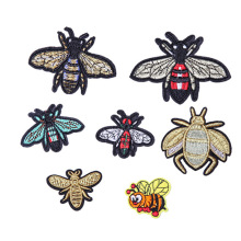 Animals best quality custom bees logo patches embroidery