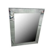Espejo de pared tradicional con terciopelo detrás