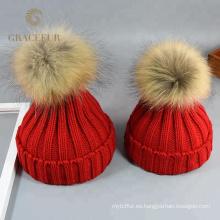 Las señoras del diseñador de moda de la marca aman los sombreros