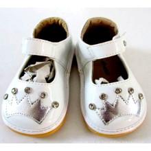 Weiß Kleinkind Mädchen Quietschen Schuhe mit Sliver Crown & Shining Steine