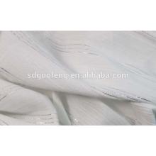 El fabricante suministra tela teñida con hilado de algodón de alta torsión de plata para camisas