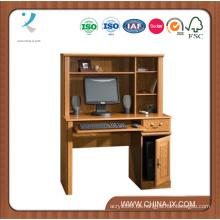 Kompakter Computertisch mit Hutch
