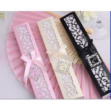 Caixa de presente branca de creme que empacota a venda por atacado feita sob encomenda do fã do presente de casamento