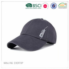 New Coming Cotton Sports Cap with Metal Badge