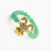 Pulsera de piedras preciosas de aventurina verde con pieza de conejo de aleación Diamante