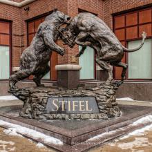decoração ao ar livre touro de luta e urso estátua com ótimo preço