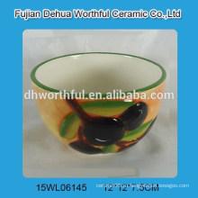 Элегантная керамическая чаша с оливковым дизайном