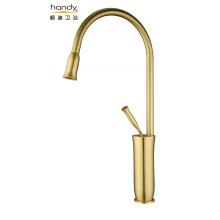 Einhand-Wasserhahn aus gebürstetem Gold
