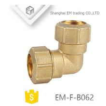 Coude de plomberie EM-F-B062 2 voies même raccord de tuyau d'espacement de 90 degrés d'articulation