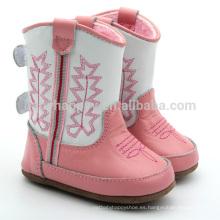 Las muchachas hermosas calzan cargadores al aire libre de los cabritos de los cargadores del bebé rosados al por mayor