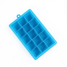 bandeja de cubos de gelo de silicone no forno