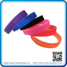 Silikon Armband Debossed oder Smooth Bangle angepasst Logo Werbeartikel
