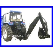 Tractopelle rétractable sur un tracteur à moteur diesel