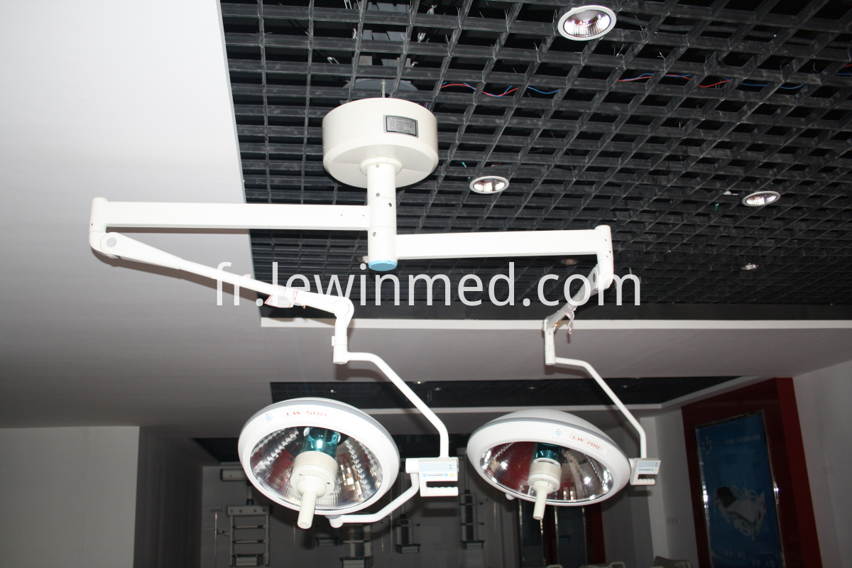 Halogen surgical light