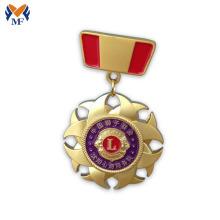Insigne de décoration médaille d'or avec diamant