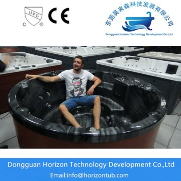 Big round hot tub for 6 persons