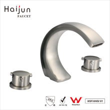 Haijun 2017 Contemporâneo 0.1 ~ 1.6MPa Dual Handle Triangle Heat Mixer Faucet