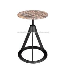 Cubierta de piedra redonda industrial con taburete de la base del metal