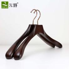 hochwertiger, luxuriöser, breiter Schulteranzugaufhänger aus Esche